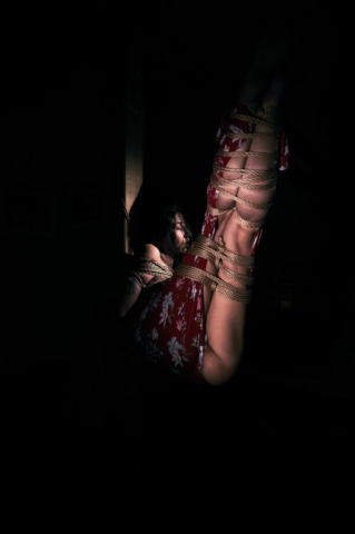 Hashira low key Kinbaku Photography