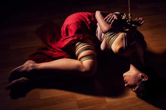 Kinbaku photography semenawa girl in Gote Shibari Japanese Rope Bondage Red Skirt Classic